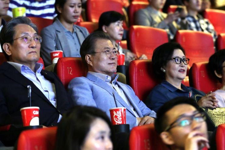 President Moon Jae-in, second row center, and first lady Kim Jung-sook, on Moon's right, watch Cannes-winning 'Parasite' at a movie theater in Yongsan-gu, Seoul, Sunday. / Courtesy of Cheong Wa Dae