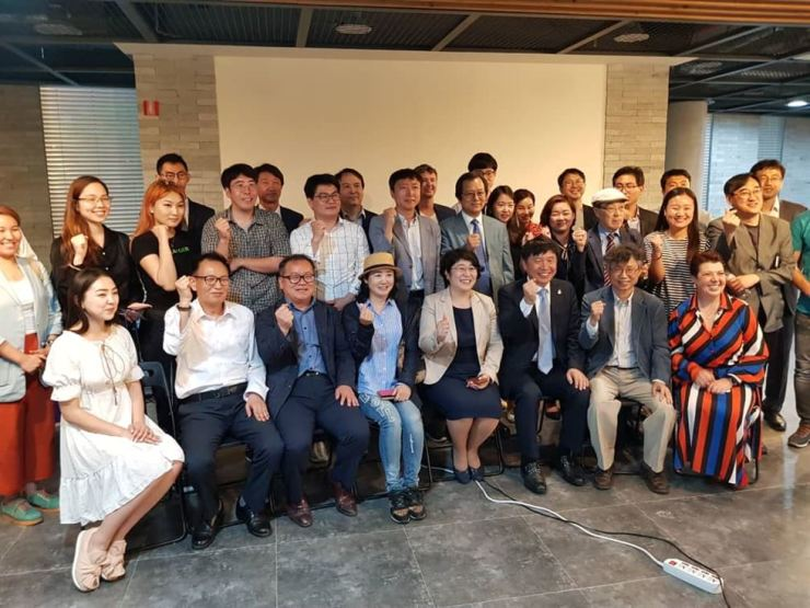 Kyrgyz Ambassador to Korea Dinara Kemelova, front row fourth from right, poses with other participants of a forum titled 'Kyrgyzstan ― new way in tourism,' in Seoul, June 5. / Embassy of Kyrgyzstan
