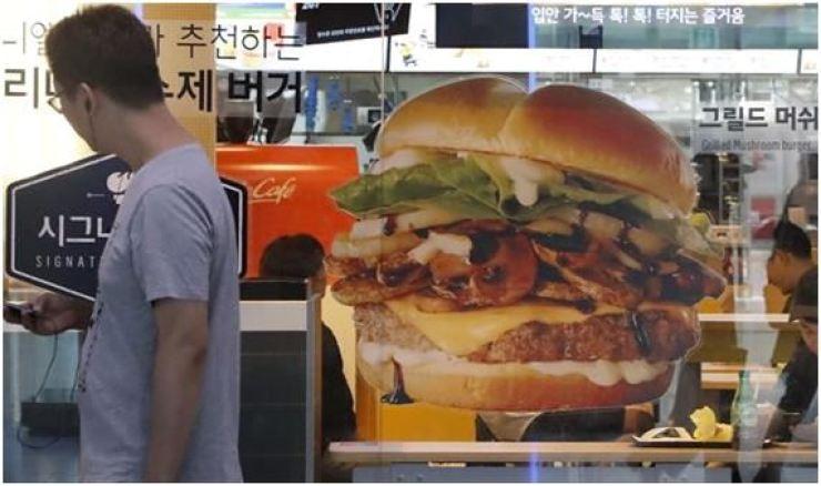 Korea's antitrust regulator has fined McDonald's Korea 52 million won ($45,000) for violating the law on franchise business. Korea Times file