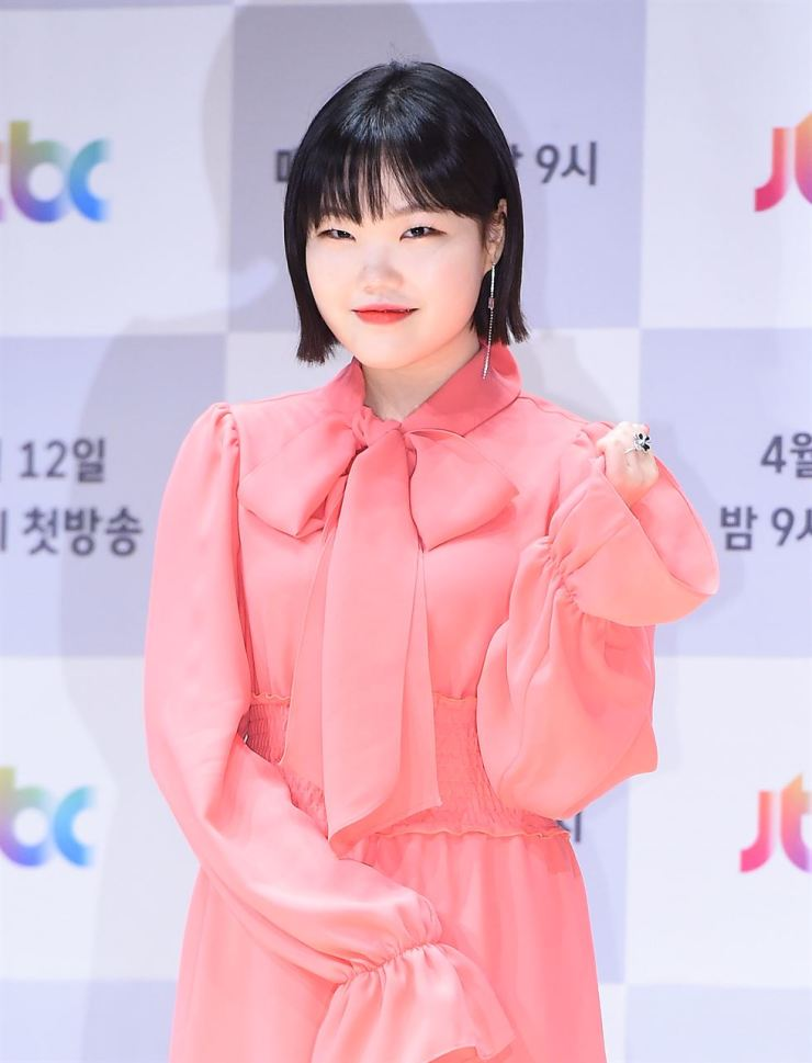 Lee Soo-hyun thanked her visitors and promised to continue to be their 'happy virus mochi peach.' Korea Times file