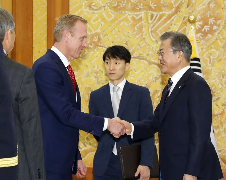 South Korean President Moon Jae-in, right, greets acting U.S. Defense Secretary Patrick Shanahan at Cheong Wa Dae, June 3. Yonhap