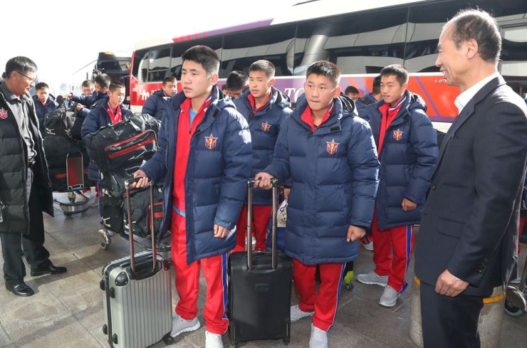 North Korean footballers arrive at the Gimpo International Airport, Nov. 3, 2018, to depart for China after they finished the Ari Sports Cup U-15 youth football tournament in Chuncheon, Gangwon Province. Yonhap