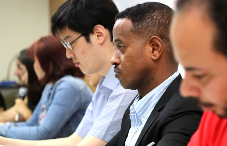 Asylum seekers in Korea and their translators attend a NANCEN-organized press conference at the National Human Rights Commission of Korea, Tuesday, to disclose the immigration office's systematic falsification of refugee testimonies of Arab and Muslim applicants. Yonhap