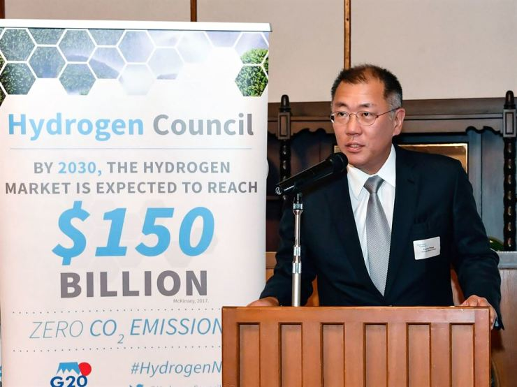 Hyundai Motor Group Executive Vice Chairman Chung Eui-sun speaks during a dinner at the meeting of energy ministers of G20 countries in Karuizawa, Japan, Saturday. Courtesy of Hyundai Motor Group