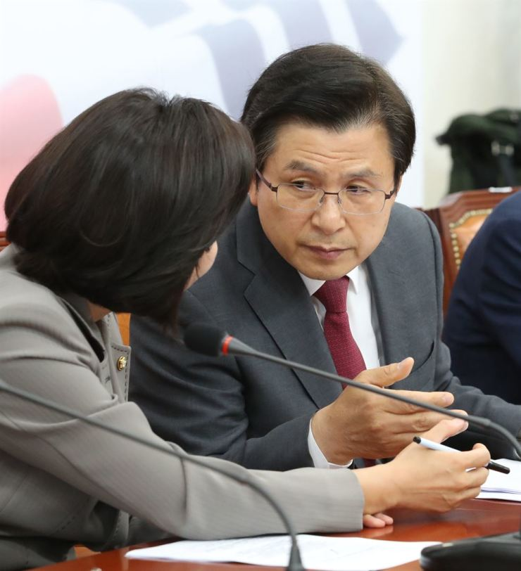 Liberty Korea Party (LKP) Chairman Hwang Kyo-ahn listens to Rep. Na Kyung-won, floor leader of the party, during a meeting at the National Assembly, June 10. Yonhap