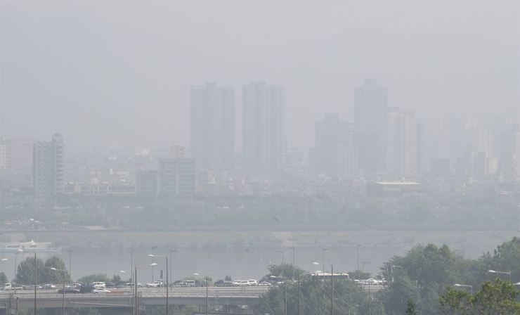 Fine dust has emerged as a serious social issue in Korea. / Yonhap