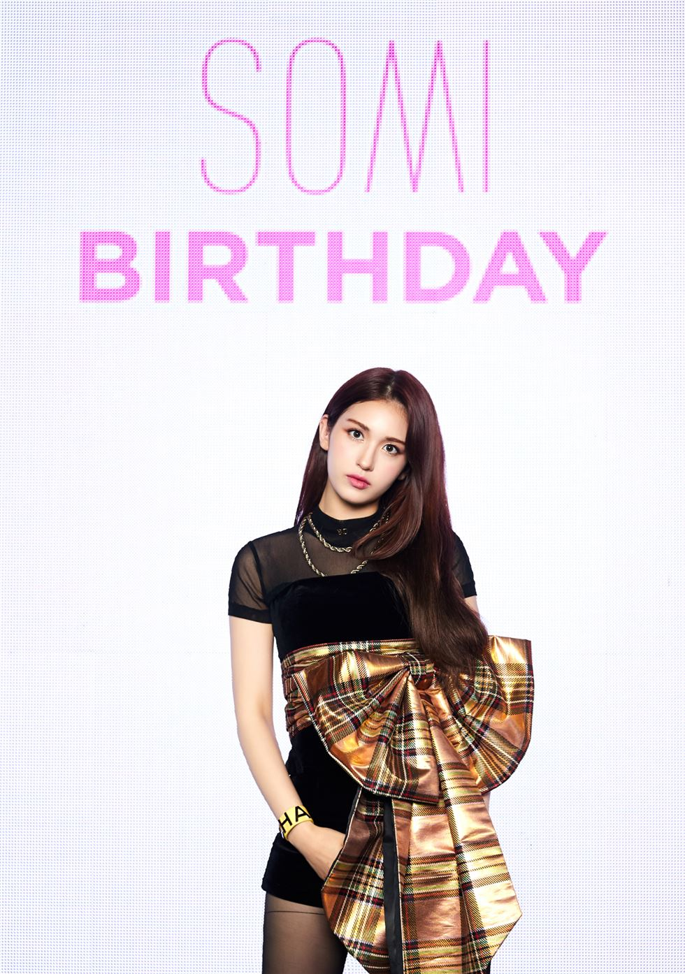 Singer Somi held a debut showcase for her first solo album 'BIRTHDAY' on Thursday at Shinhan Card FAN Square in Hapjeong, Seoul. Yonhap