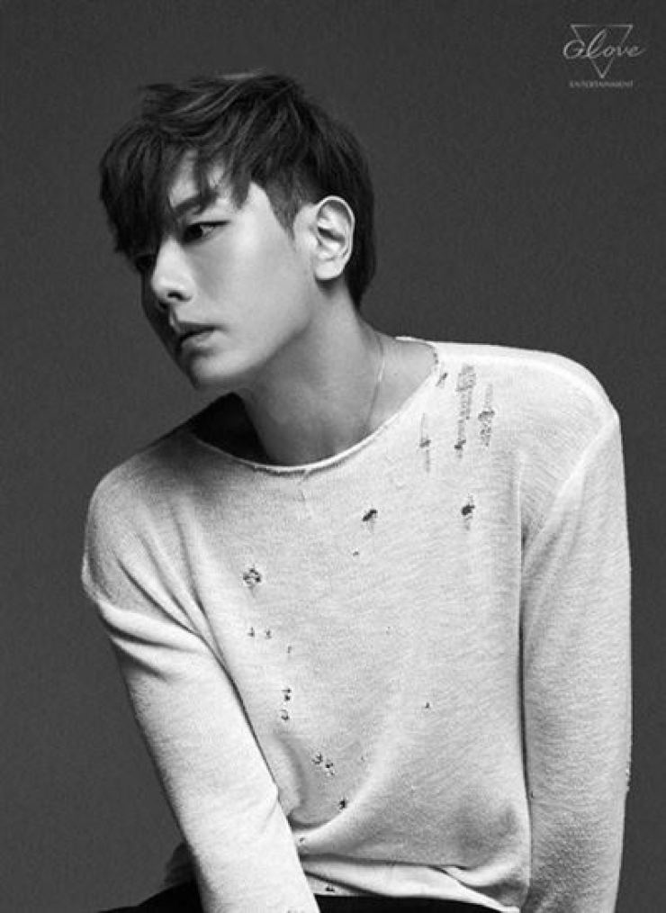 Park Hyo-shin is allegedly facing a 400 million won fraud case. Courtesy of Glove Entertainment