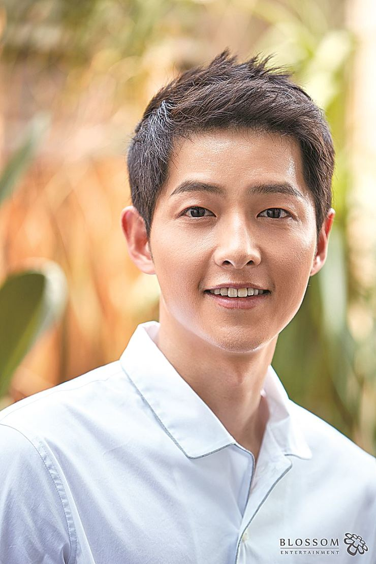 Actor Song Joong-ki returns to big screen with movie, tentatively titled, 'Space Shuttle Victory,' which also stars actress Kim Tae-ri. Korea Times file