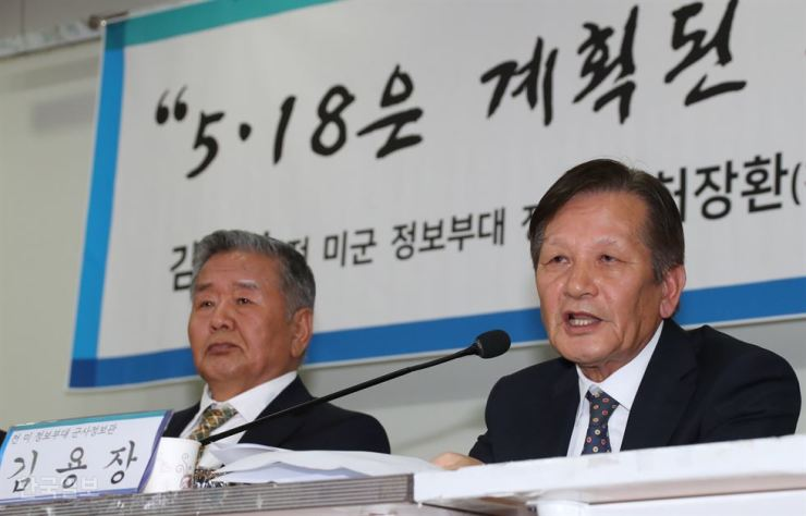 Kim Yong-chang, right, a former member of the U.S. 501st Military Intelligence Brigade, testifies about the Gwangju Democratization Movement in 1980 during a press conference at the National Assembly in this May 13, file photo. Korea Times file