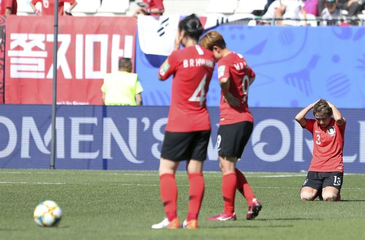 Korea's Yeo Min-ji, right, sinks to her knees after the Women's World Cup Group A soccer match between Nigeria and Korea in Grenoble, France, June 12. AP