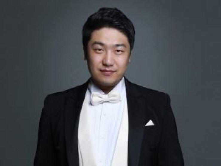 Baritone Kim Ki-hoon. Courtesy of Credia International
