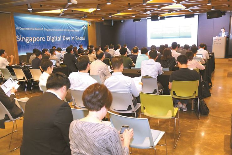Over 100 senior ranking strategy and accounting executives from Korean companies attend a forum organized by Citibank at Google Campus Seoul in Gangnam, June 5. The forum was designed to help Korean firms seeking digital business opportunities in Singapore better understand the regulatory environment there. Courtesy of Citibank Korea.