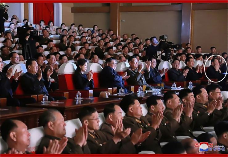 Kim Yong-chol, in the white circle, watches an arts performance with North Korean leader Kim Jong-un, fourth from left, in this photo released on Monday by the North's Korean Central News Agency. The photo came amid rumors of him being purged after collapsed nuclear talks in Hanoi. Yonhap