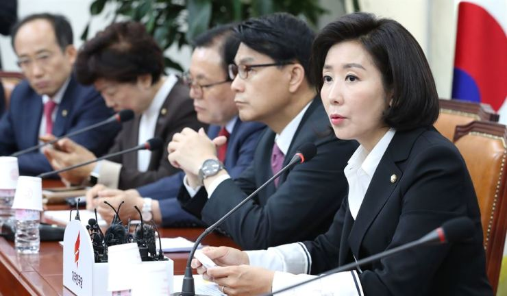 Rep. Na Kyung-won, floor leader of the main opposition Liberty Korea Party, speaks during a party meeting at the National Assembly, Tuesday. Yonhap