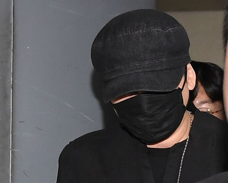 Yang Hyun-suk, former CEO and chief producer of YG Entertainment, comes out of a police agency in Seoul, Thursday, after undergoing questioning over allegations that he arranged sex services for foreign investors. Yonhap