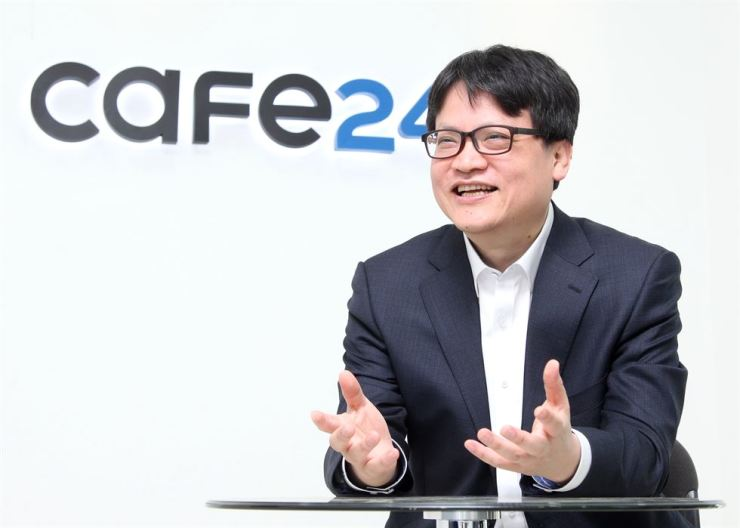 Cafe24 CEO Lee Jae-suk speaks during an interview with The Korea Times at the firm's office in Seoul, Monday. / Courtesy of Cafe24