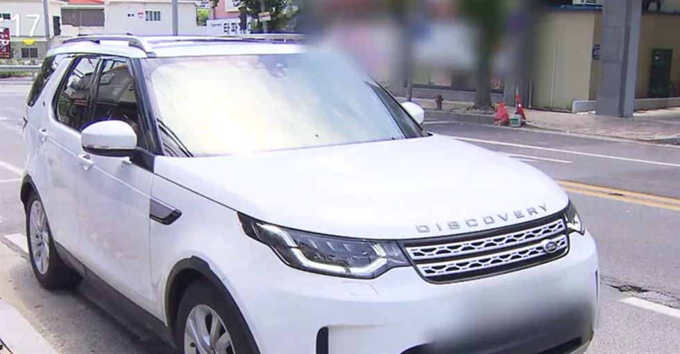 Water streams into the Discovery SUV. Captured from SBS TV
