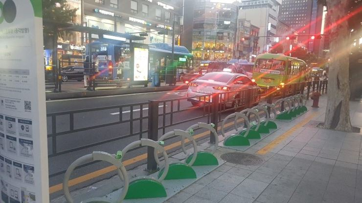 All 'Ttaereungi' bicycles are checked out during evening rush hours in downtown Seoul, Tuesday. Courtesy of Oh Young-jin