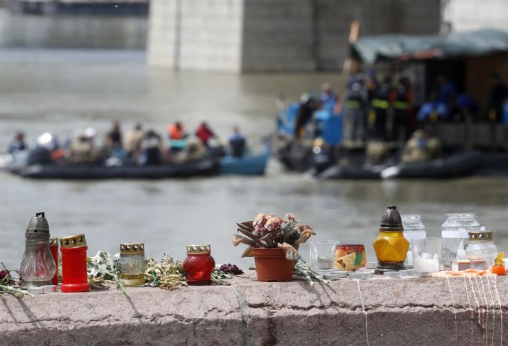 Candles and flowers laid next to the Margit Bridge on the banks of the Danube river where a sightseeing boat capsized in Budapest, June 4. AP