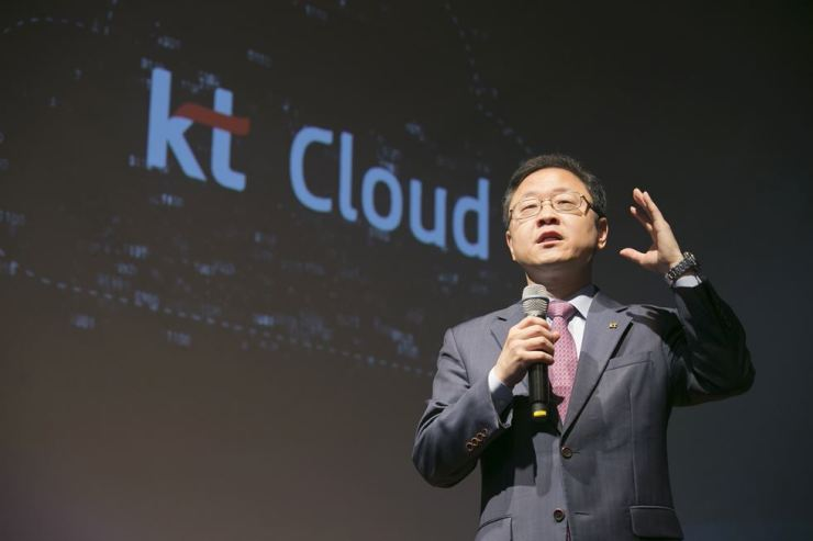 Shin Soo-jung, executive vice president and head of IT planning office at KT, speaks during a press conference at the company's headquarters in Gwanghwamun, central Seoul, Tuesday. / Courtesy of KT