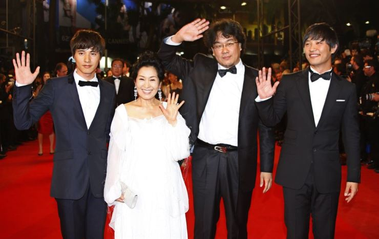 Director Bong Joon-Ho, second from the right, poses with actress Kim Hye-Ja, second from the left, prior to the screening of the movie 'Taking Woodstock' at the 62nd Cannes International Film Festival in France in this May 16, 2009 file photo. Won Bin, left, and Jin Goo are also captured in the photo. Yonhp