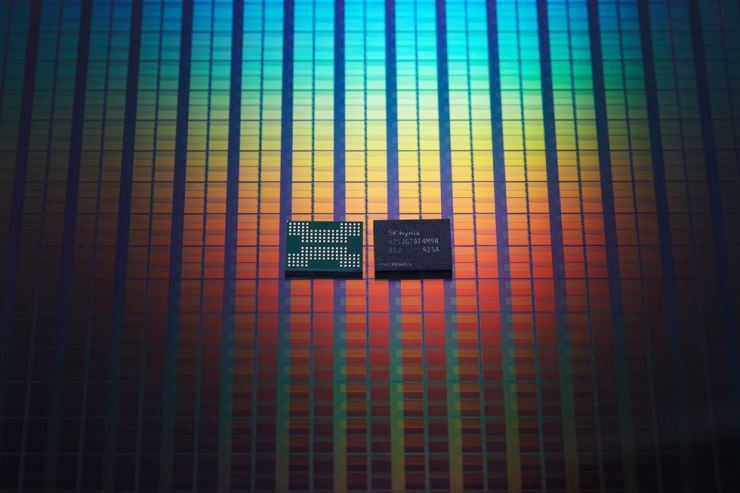 SK hynix's 128-layer, 1 terabit 4D NAND flash memory chips. / Courtesy of SK hynix