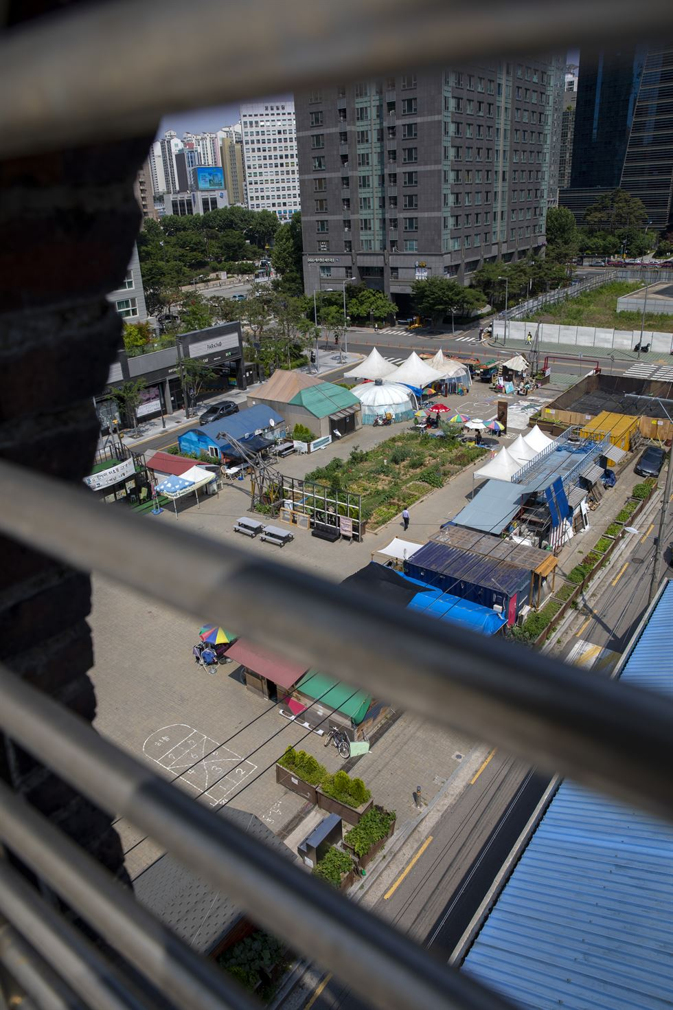 Lee Hee-sung, who calls himself a 'city refugee,' stands outside his container home on the Gyeongui Line Commons, June 13.  Korea Times photo by Shim Hyun-chul