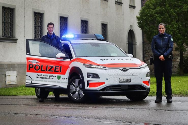 Police officers of St. Gallen in Switzerland pose with Hyundai Motor's Kona Electric battery crossover at St. Gallen Police Station. Hyundai Motor said Sunday the Kona Electric was selected as the canton's police vehicle and it shipped 13 of them to the police station. Courtesy of Hyundai Motor