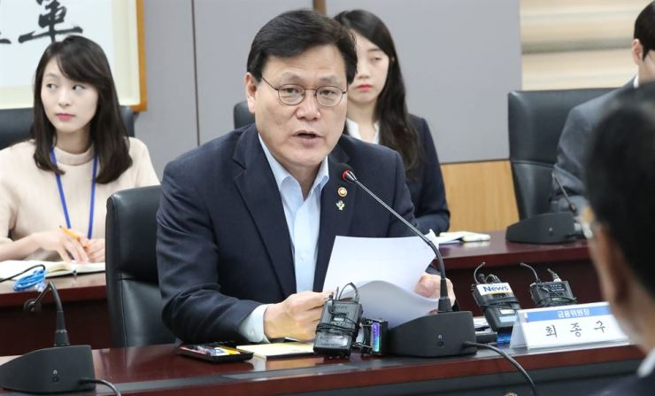 Financial Services Commission Chairman Choi Jong-ku speaks about his plan for risk audits of local conglomerates' financial companies at a meeting in Seoul, Tuesday. Yonhap