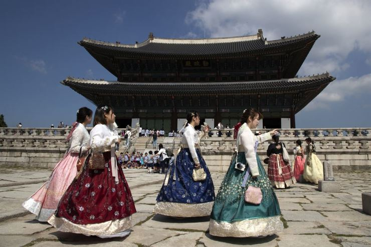 The number of foreign tourists visiting Seoul is expected to reach an all-time high this year. Korea Times photo by Choi Won-suk