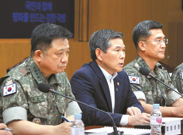 Defense Minister Jeong Kyeong-doo, center, presides over a key military commanders' meeting held at the ministry compound in Seoul, Wednesday. Yonhap