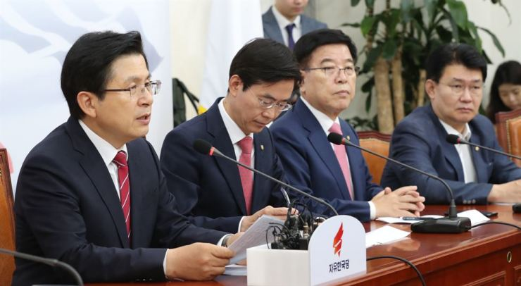 Hwang Kyo-ahn, left, chairman of the main opposition Liberty Korea Party, speaks in a meeting at the National Assembly in Seoul, Thursday. Yonhap