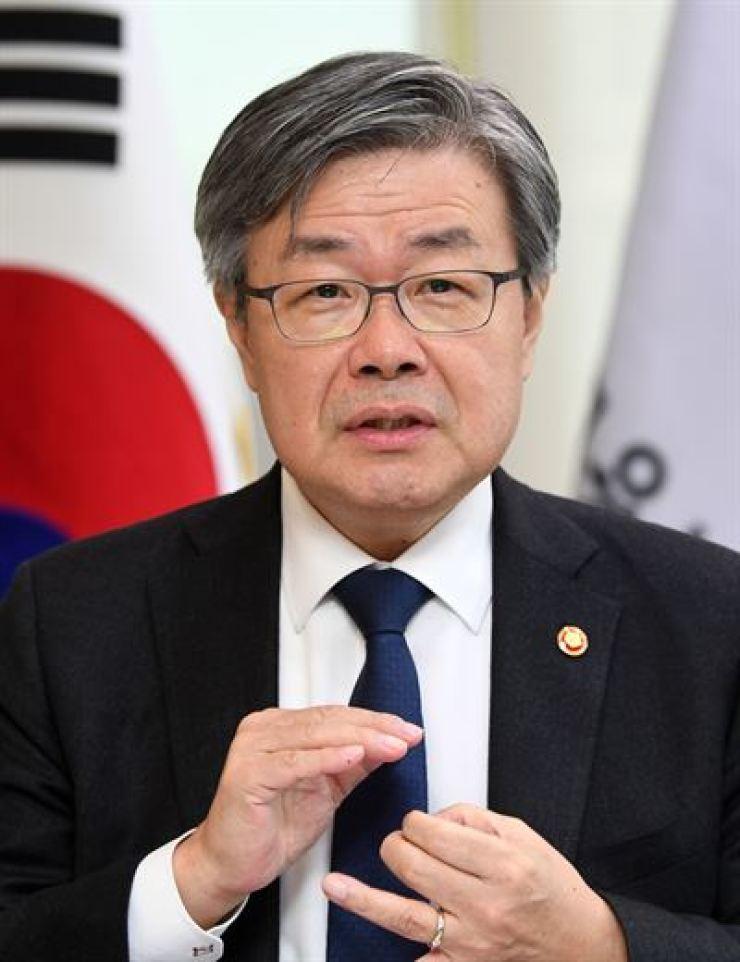 Employment and Labor Minister Lee Jae-kap