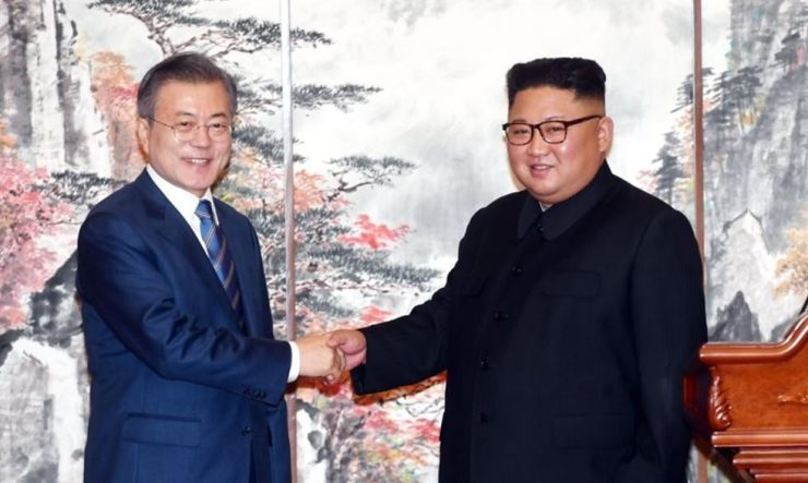 President Moon Jae-in shakes hands with North Korean leader Kim Jong-un during an inter-Korean summit at the Baekwhawon State Guesthouse in Pyongyang last Sept. 19. Yonhap