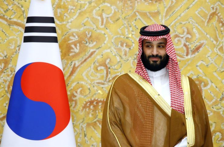 Saudi Arabia's Crown Prince Mohammed bin Salman at Cheong Wa Dae, Wednesday. The de facto leader of the oil kingdom held a summit with President Moon Jae-in and promised billions of dollars in investment. A U.N. probe says there is credible evidence linking the prince to the murder of Jamal Khashoggi, the Saudi dissident and journalist. Yonhap