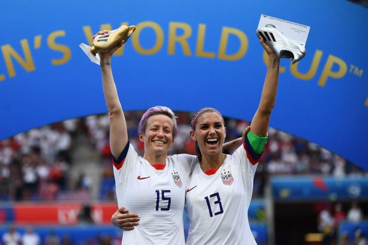 United States' forward Megan Rapinoe, left, poses with the Golden Boot and United States' forward Alex Morgan with her Silver boot after the France 2019 Women's World Cup football final match between USA and the Netherlands at the Lyon Stadium in Lyon, central-eastern France, Sunday. AFP-Yonhap