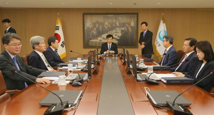 Bank of Korea (BOK) Governor Lee Ju-yeol, center, speaks during the monetary policy board meeting at the central bank's headquarters in Seoul, Thursday. Market analysts expect the BOK will carry out an additional key rate cut in the fourth quarter. / Yonhap