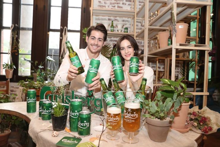 Models promote Carlsberg's new Carlsberg Danish Pilsner during a launch event in Jung-gu, Seoul, Thursday. During the event, Carlsberg's domestic importer Golden Blue said it will seek to grow the Danish brand to become one of the top five imported beer brands in the Korean market within three years, as well as expanding its corporate social responsibility activities. Courtesy of Golden Blue