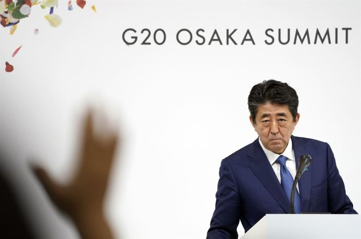 Japanese Prime Minister Shinzo Abe looks on as a journalist raises a hand during a press conference of the G-20 summit in Osaka, Japan, Saturday. EPA-Yonhap