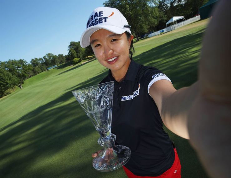 Kim Sei-young of South Korea pretends to take a selfie while holding the trophy after winning the Marathon Classic Presented By Dana at the Highland Meadows Golf Club in Sylvania, Ohio , Sunday. AFP-Yonhap