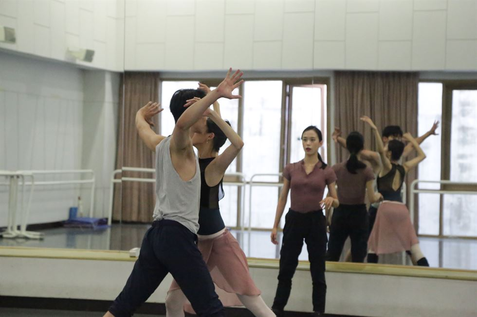 Principal dancer Shin Seung-won, left, talks about her choreography with fellow dancers, Joung Eun-young and Kim Ki-wan, right, during a practice session earlier this month. She will present her creative piece along with seven other members of the Korean National Ballet on July 27 and 28 at Seoul Arts Center's Towol Theater. Courtesy of Korean National Ballet