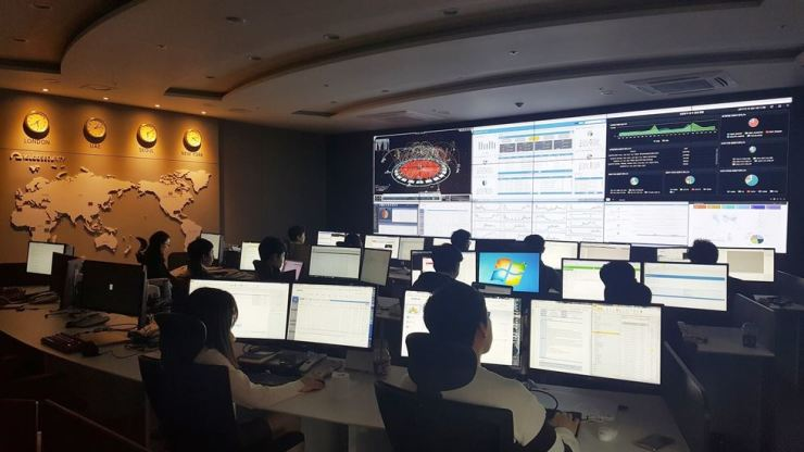 Igloo Security employees work in a cybersecurity control room at the company's office in Songpa-gu, Seoul. / Courtesy of Igloo Security