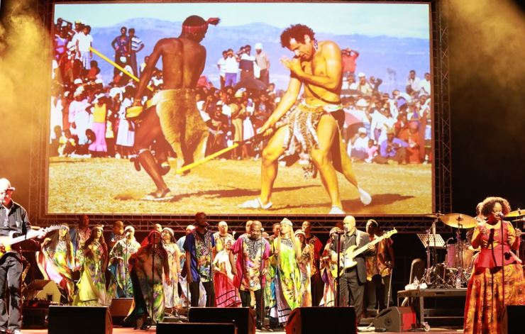 Performers sing and dance during a memorial for the late South African musician Johnny Clegg in Johannesburg, South Africa, July 26. Clegg died of cancer at the age of 66 after a career with his band Juluka. EPA-Yonhap