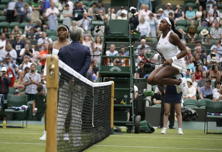 United States' Cori 'Coco' Gauff, right, limbers up on court as she prepares to play United States's Venus Williams, left, in a Women's singles match during day one of the Wimbledon Tennis Championships in London, Monday. AP-Yonhap