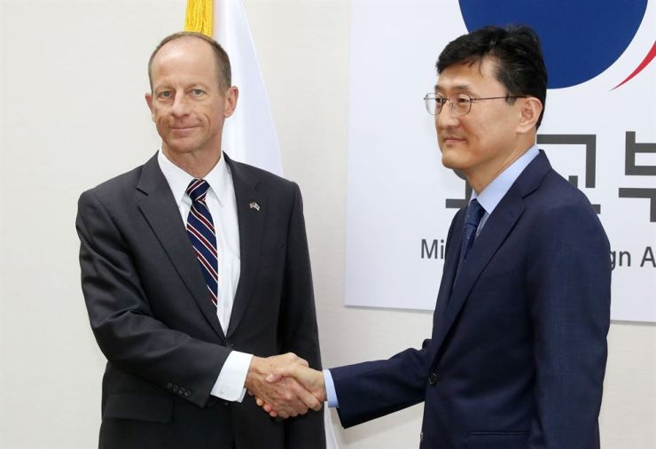 South Korea's Deputy Minister for Political Affairs Yoon Soon-gu, right, and David Stilwell, the top U.S. diplomat for East Asia policy, shake hands before the two countries' bilateral meeting at the Ministry of Foreign Affairs in Jongno District, Seoul, Wednesday. Yonhap
