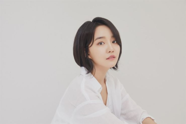 Singer Younha released mini-album 'STABLE MINDSET' with four tracks, Tuesday. The album is part of a seasonal series and another one will be released in winter./ Courtesy of C9 Entertainment