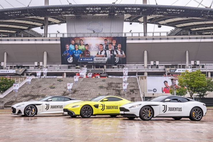 Aston Martin displayed its sports cars, including DBS Super Legera, Vantage and DB11 models, featuring Juventus' logo in front of the Seoul World Cup Stadium, July 26. Courtesy of Aston Martin Korea