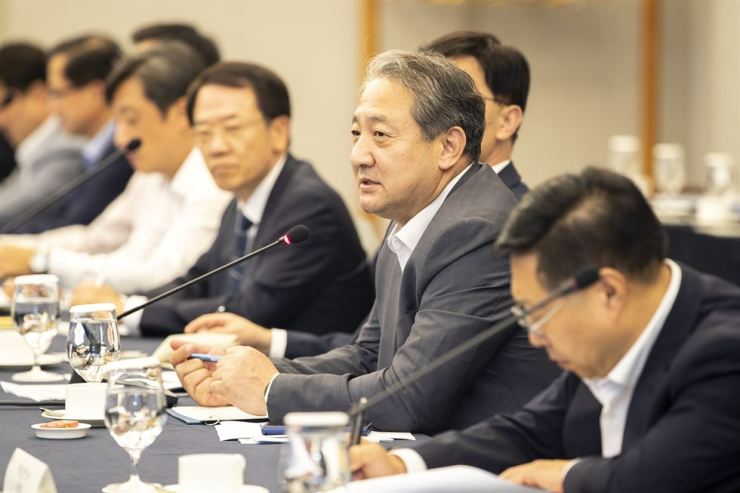 Vice Minister of Environment Park Chun-kyoo speaks during the 10th Korea Business Council for Sustainable Development meeting at the Intercontinental Seoul COEX in Gangnam District, Monday. Courtesy of the Ministry of Environment