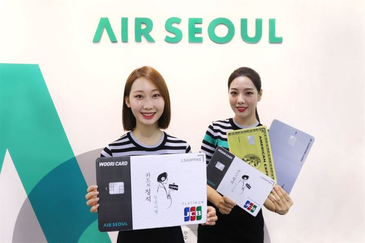 Air Seoul flight attendants promote Woori Card's 'J. Shopping' credit card at the company's head office in Seoul in this file photo. After Japan's curb on exports to Korea went into effect, the card issuer stopped selling the credit card released for Korean tourists traveling to Japan. / Courtesy of Air Seoul